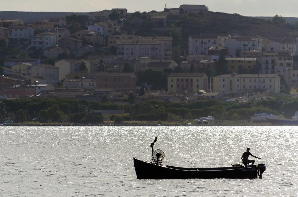 Foto di un pescatore in Sardegna